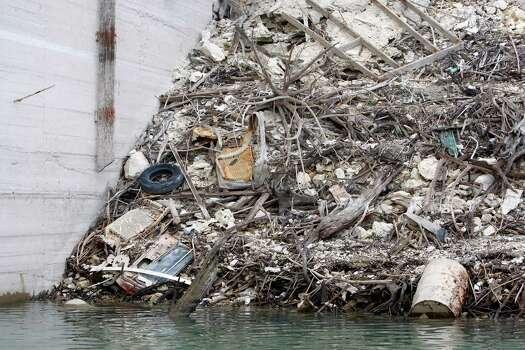 Trash lines the shore of Medina Lake Thursday Nov. 29, 2012 next to the spillway side of the dam. Photo: William Luther, San Antonio Express-News / © 2012 San Antonio Express-News