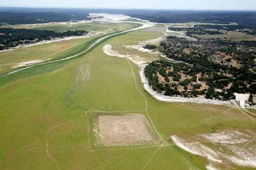 Medina Lake is seen in Wednesday Aug. 1, 2012. Photo: William Luther, San Antonio Express-News / © 2012 San Antonio Express-News