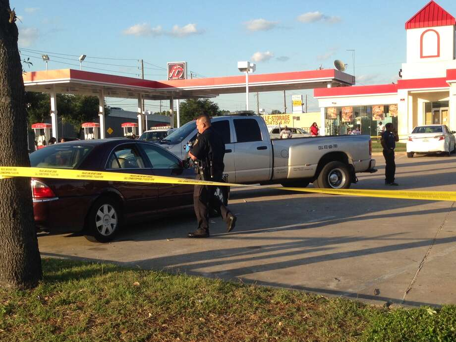 Two men were shot Wednesday afternoon in the parking lot of a gas station along South Main and Fondren. Photo: Mike Glenn, Chronicle