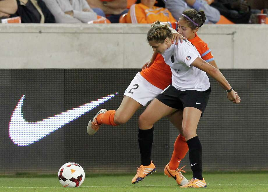 Houston Dash Arianna Romero (2) is blocked by Portland Thorns Sinead Farrelly (24) in the second half on May 14, 2014 at BBVA Compass Stadium in Houston, TX. Portland won 1 to 0. Photo: Thomas B. Shea, For The Chronicle / © 2014 Thomas B. Shea