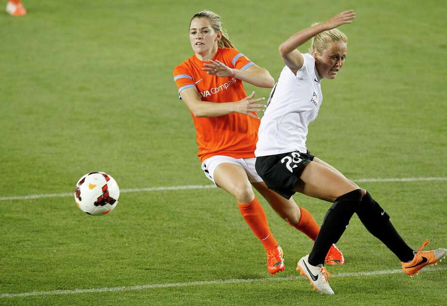 Houston Dash Kealie Ohai (7) makes a move on Portland Thorns Kat Tarr (20) in the second half on May 14, 2014 at BBVA Compass Stadium in Houston, TX. Portland won 1 to 0. Photo: Thomas B. Shea, For The Chronicle / © 2014 Thomas B. Shea