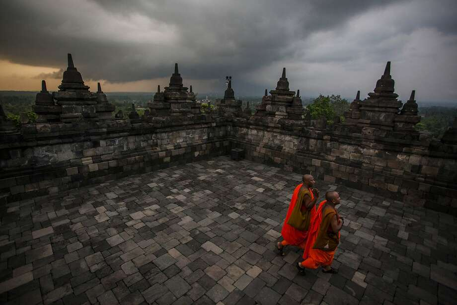 MAGELANG, CENTRAL JAVA, INDONESIA - MAY 14:  Buddhist monks walk at Borobudur temple during celebrations for Vesak Day on May 14, 2014 in Magelang, Central Java, Indonesia. Vesak is observed during the full moon in May or June with the ceremony centered around three Buddhist temples, pilgrims walk from Mendut to Pawon, ending at Borobudur. The holy day celebrates the birth, the enlightenment to nirvana, and the passing of Gautama Buddha's, the founder of Buddhism. (Photo by Ulet Ifansasti/Getty Images) *** BESTPIX *** Photo: Ulet Ifansasti, Getty Images