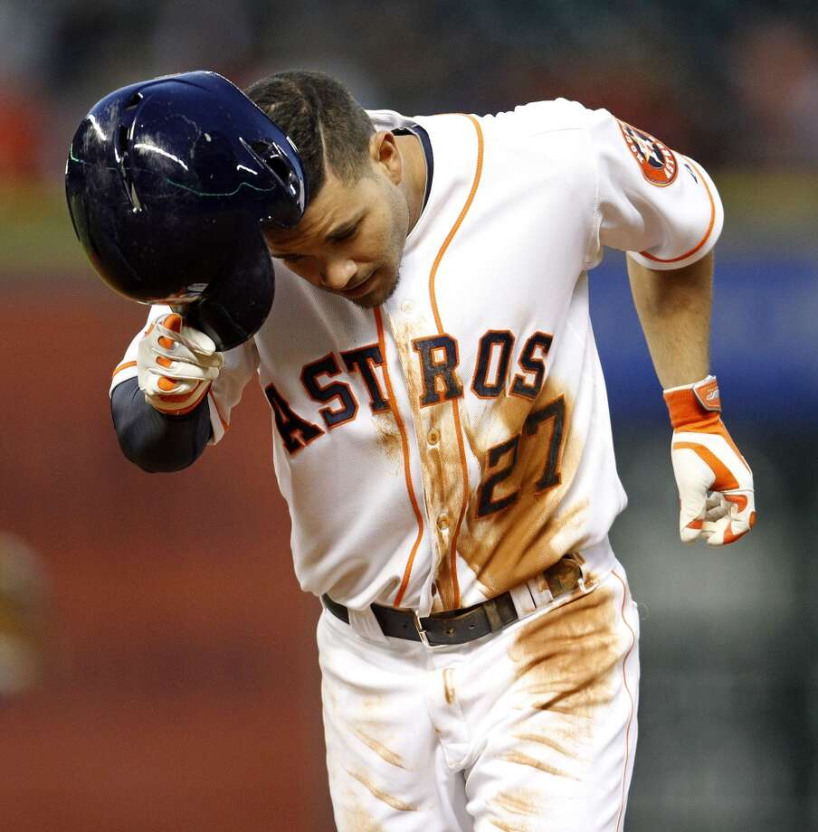 Second baseman Jose Altuve (27) heads back to the dugout after flying out. Photo: Karen Warren, Houston Chronicle