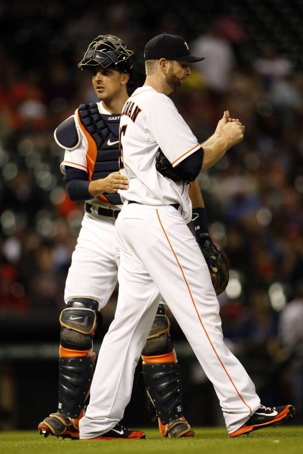 Astros starting pitcher Scott Feldman, right, chats with catcher Jason Castro. Photo: Karen Warren, Houston Chronicle