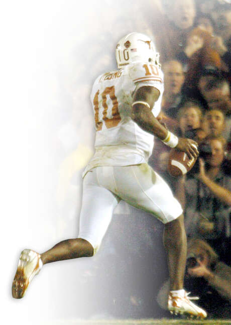 Vince Young's TD in the 2006 BCS title game will never be forgotten in Austin, but UT can start to let go with a new coach. Photo: Billy Calzada / Express-News / SAN ANTONIO EXPRESS-NEWS