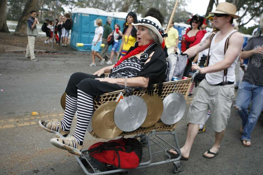 Kienda Valbracht of Berkeley gets a ride in a shopping cart pushed by Jared Vandercook of San Francisco as they make their way down John F. Kennedy Drive at the 97th annual race in 2008. Photo: Lea Suzuki, The Chronicle