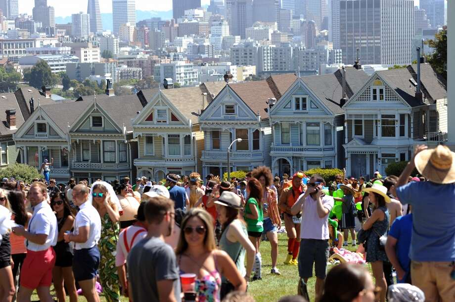 Crowds of race participants crowd into Alamo Square Park on Hayes St. during the 102nd Bay to Breakers race in San Francisco on Sunday, May 19th, 2013. Photo: Michael Short, Special To The Chronicle