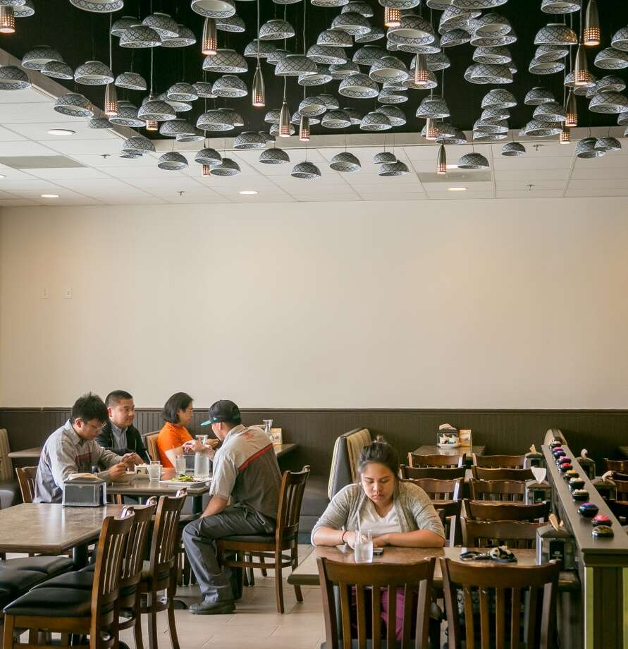People enjoy lunch at Ran Kanom Thai Noodle in San Pablo. Photo: John Storey, Special To The Chronicle