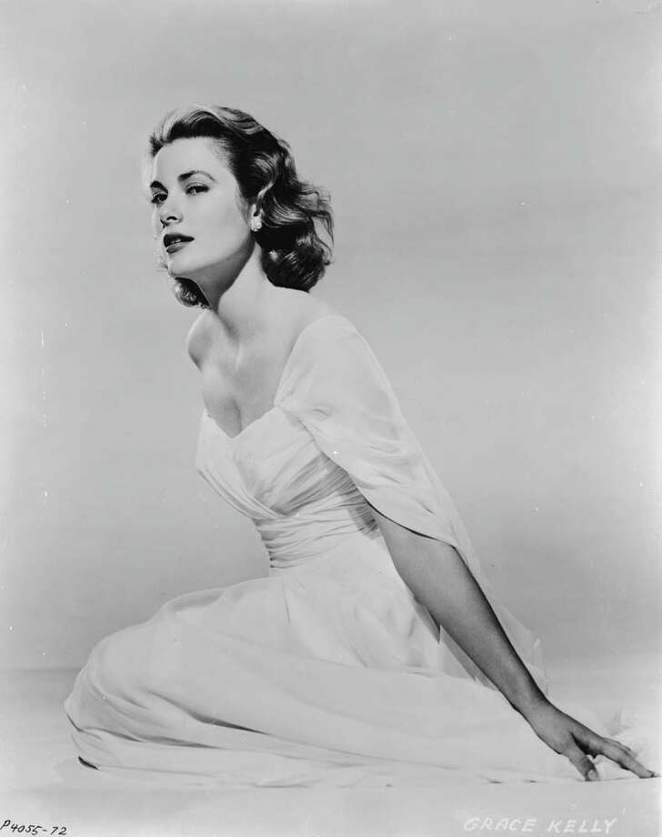 1953:  American actress Grace Kelly wearing a flowing white gown with a low neckline. Photo: John Kobal Foundation, Getty / Moviepix