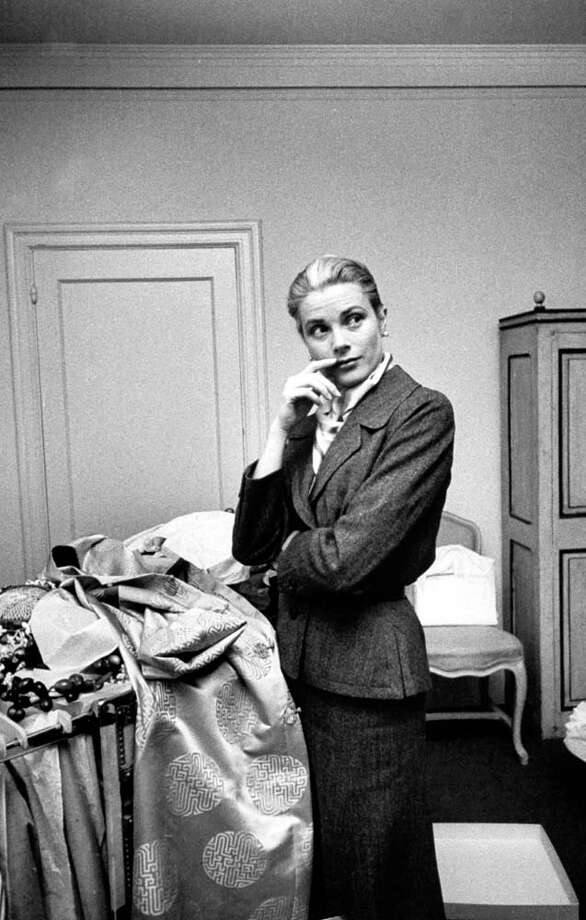 1956:Grace Kelly packing clothing prior to her wedding to Prince Rainier. Photo: Lisa Larsen, Getty / Time Life Pictures