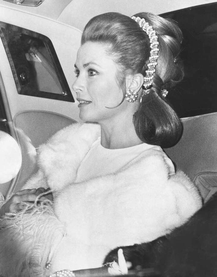 1970:  Princess Grace of Monaco arriving at the Royal Festival Hall, London. Photo: Central Press, Getty / Hulton Royals Collection
