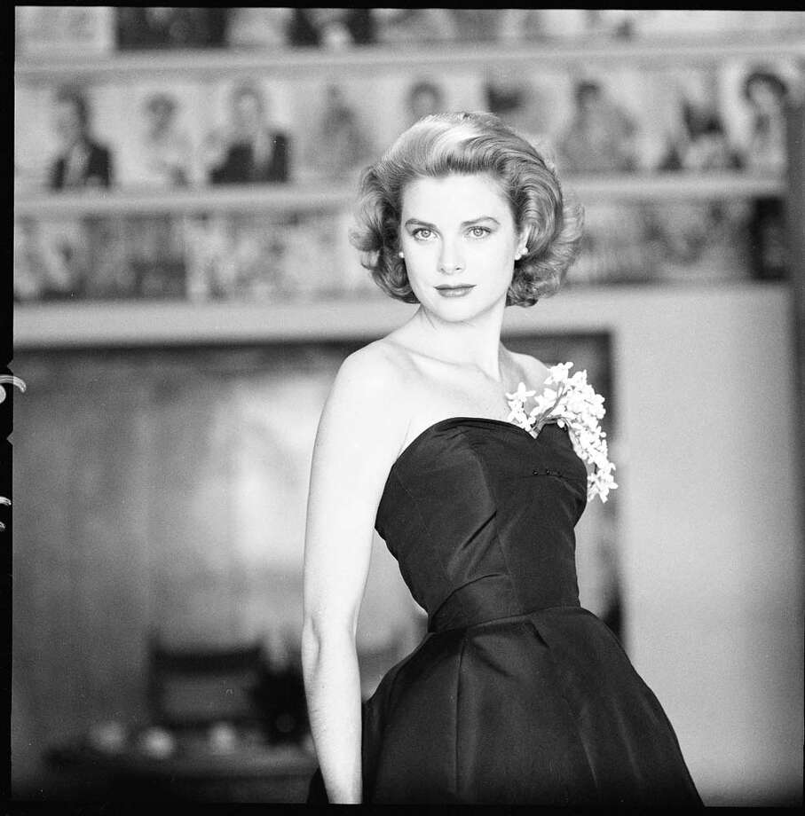 1954: Grace Kelly in a strapless gown with a sprig of flowers tucked into her bodice.  Photo: Sharland, Getty / Time & Life Pictures