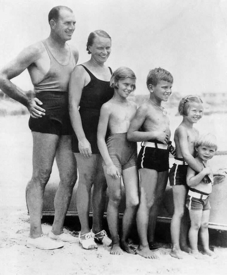 1935: Grace Kelly at the age of 5, with her father, the Olympic rowing champion John Kelly, her mother, brothers and sisters (from left to right) at a New Jersey beach Photo: Keystone-France, Getty / 1935 Keystone-France