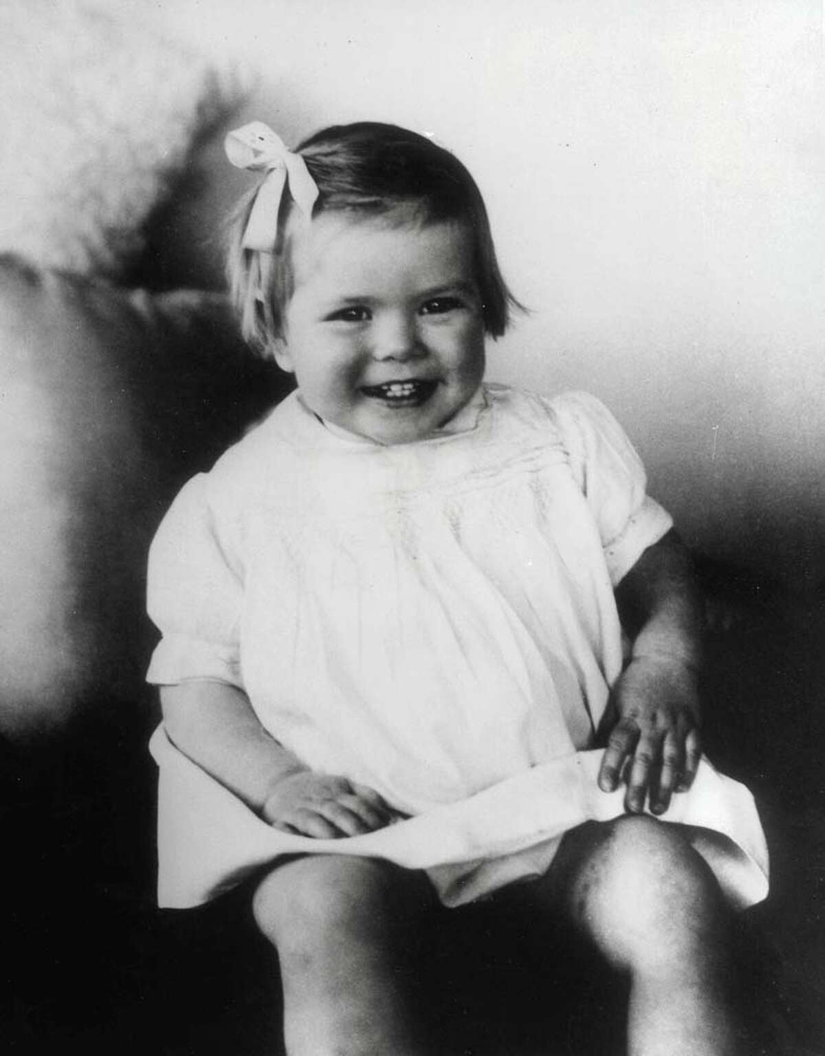 1931: Grace Kelly, age 2, pictured as a young girl
