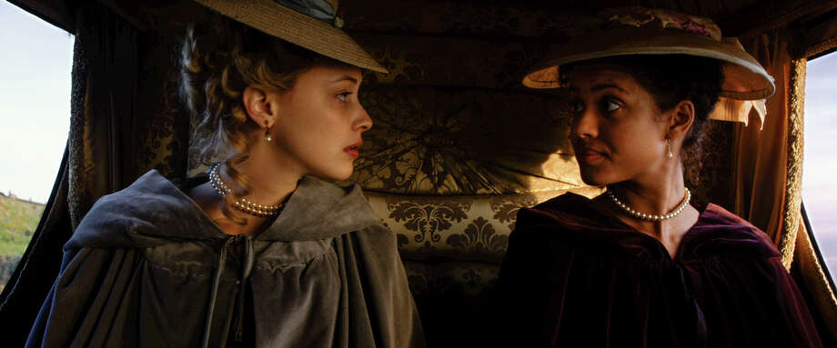 "Belle Sarah Gadon as ""Elizabeth Murray"" and Gugu Mbatha-Raw as ""Dido Elizabeth Belle"" in BELE. / TM AND © 2014 FOX AND ITS RELATED ENTITIES. ALL RIGHTS RESERVED."