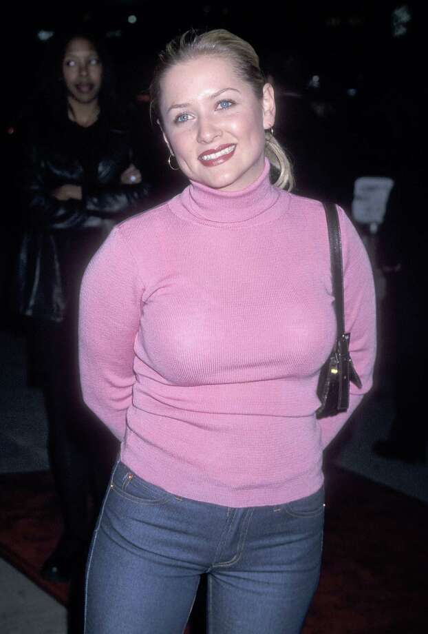 """As her star wattage has grown, Jessica Capshaw has gotten more fashionable. Here she is in 1999, at the premiere of """"Girl, Interrupted."""" Photo: Ron Galella, Ltd., Getty Images / 1999 Ron Galella, Ltd."""