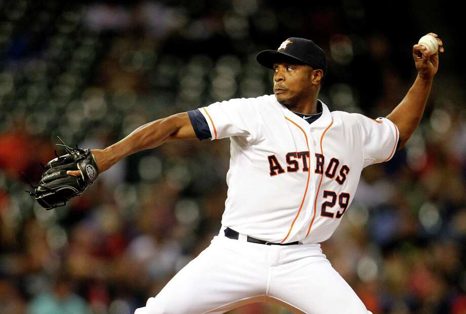 Houston Astros relief pitcher Tony Sipp (29) pitches during the seventh inning of an MLB game at Minute Maid Park, Wednesday, May 14, 2014, in Houston. ( Karen Warren / Houston Chronicle  ) Photo: Karen Warren, Staff / © 2014 Houston Chronicle