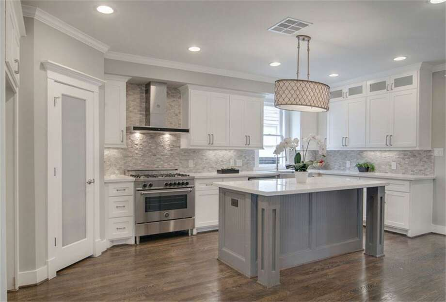 1537 Ashland: This 1925 home has 3-4 bedrooms, 2.5 bathrooms, and 2,918 square feet. Listed for $890,000. Open house: 5/18/2014, 2 p.m. to 4 p.m. Photo: Houston Association Of Realtors