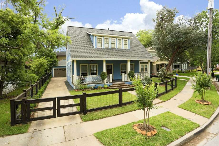 606 Merrill: This 1920 home has 3 bedrooms, 3.5 bathrooms, and 3,092 square feet. Listed for $997,500. Open house: 5/18/2014, 1 p.m. to 3 p.m. Photo: Houston Association Of Realtors