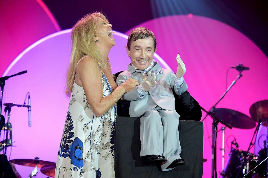 """Goldie and her dummy:Goldie Hawn plays ventriloquist to a shortened Martin Short at the Toys """"R"""" Us Children's Fund Gala in New York City. Photo: Andrew H. Walker, Getty Images For Toys R Us"""
