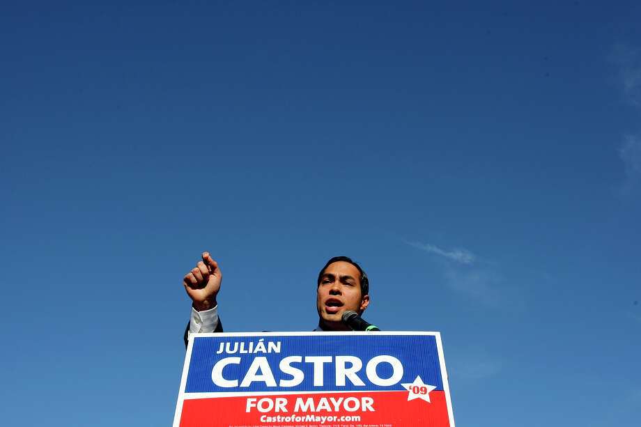 Julián Castro announces his candidacy for mayor on Dec. 7, 2008, at San Pedro Park. Photo: EDWARD A. ORNELAS, SAN ANTONIO EXPRESS-NEWS / eornelas@express-news.net