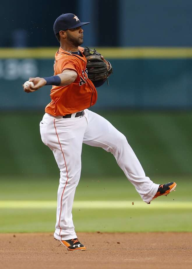Astros shortstop Jonathan Villar makes a throw to first base. Photo: Karen Warren, Houston Chronicle