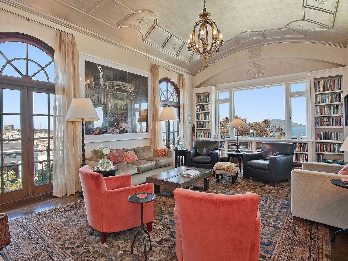 The home includes views of the Golden Gate Bridge and panoramic vistas of the bay.