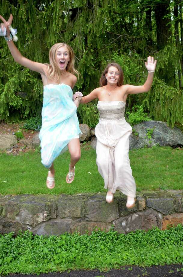Sara Wilson and Lizzy Burke at a New Canaan High School senior pre-prom party on May 16, 2014. Photo: Jeanna Petersen Shepard, Freelance Photo / New Canaan News freelance