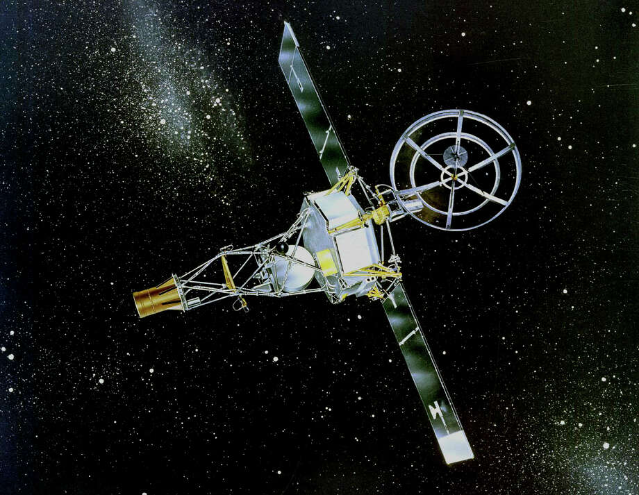 """Mariner 2, the world's first successful interplanetary spacecraft. (For more images from historic space """"firsts,"""" scroll through the slideshow.) Photo: NASA / NASA"""