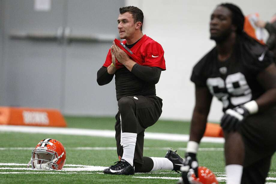 Browns first-round draft pick Johnny Manziel loosens up during Cleveland's rookie minicamp Saturday. Photo: David Maxwell, Getty Images