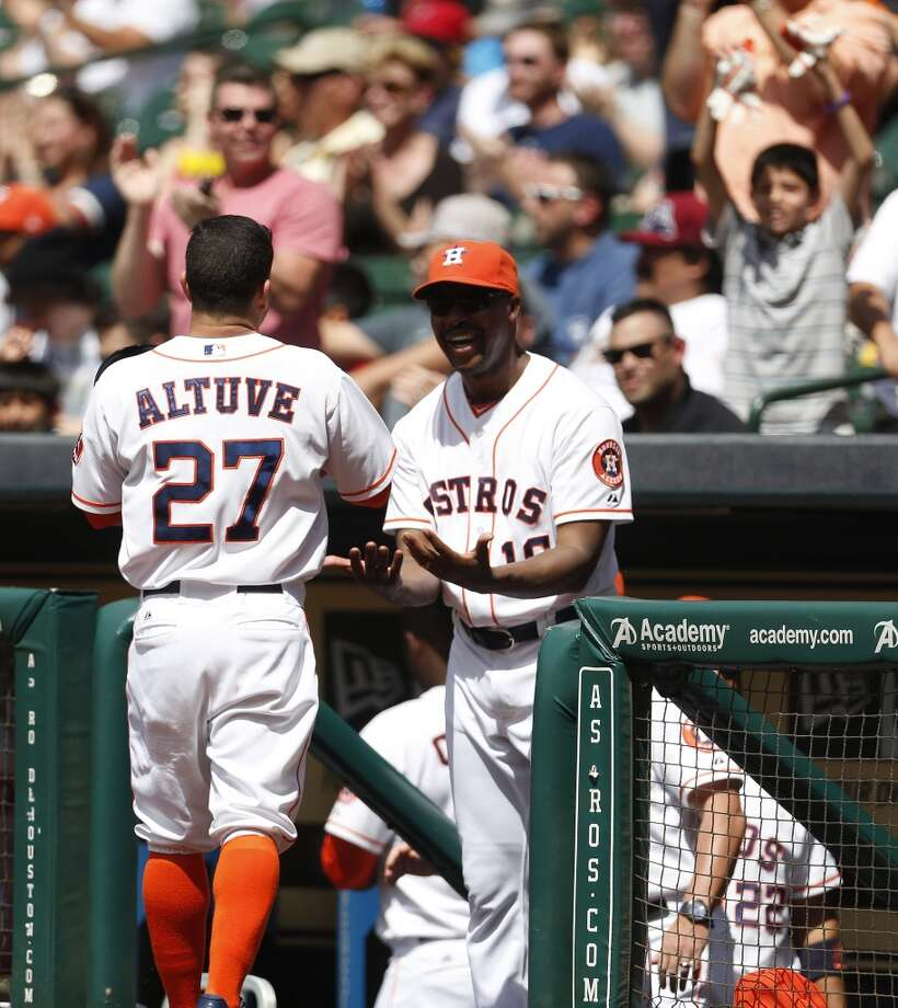 Astros manager Bo Porter greets Jose Altuve at the top of the dugout after Altuve scored a run on a triple hit by right fielder George Springer. Photo: Karen Warren, Houston Chronicle