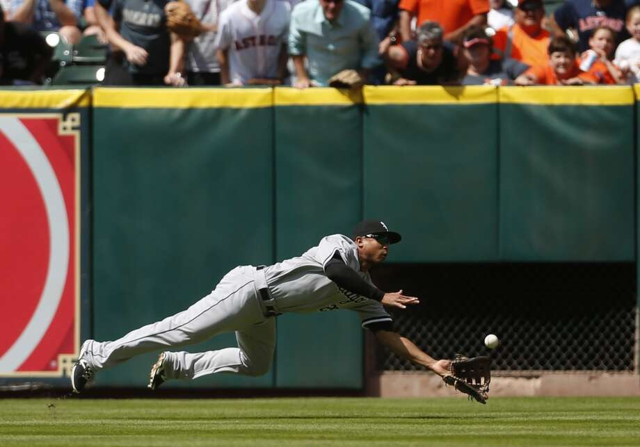 White Sox right fielder Moises Sierra catches a fly out hit by Astros third baseman Marwin Gonzalez. Photo: Karen Warren, Houston Chronicle