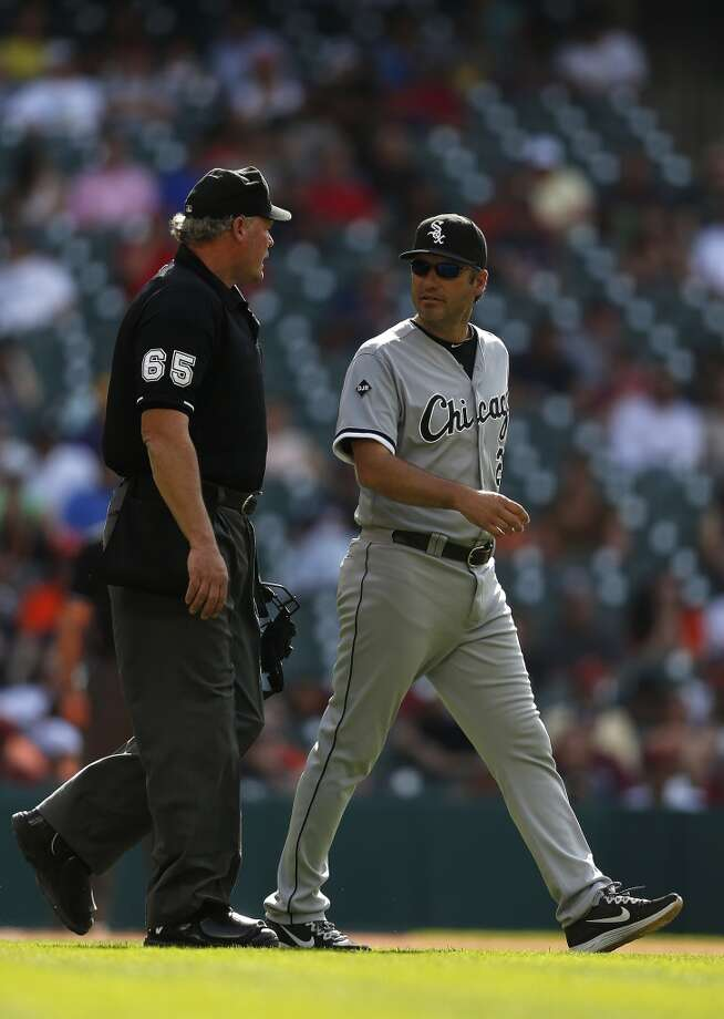 White Sox manager Robin Ventura walks out on the field as he challenges a play during the sixth inning. Photo: Karen Warren, Houston Chronicle