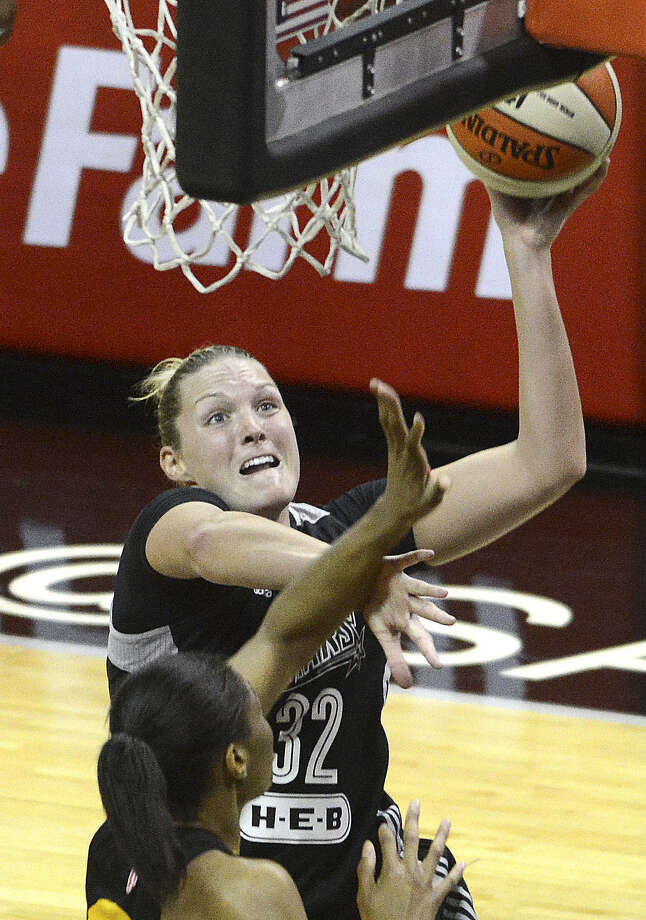 Stars center Jayne Appel, who scored four points, shoots over Tulsa's Vicki Baugh during San Antonio's 80-76 victory in its home opener Saturday night at the AT&T Center. Photo: Billy Calzada / San Antonio Express-News / San Antonio Express-News