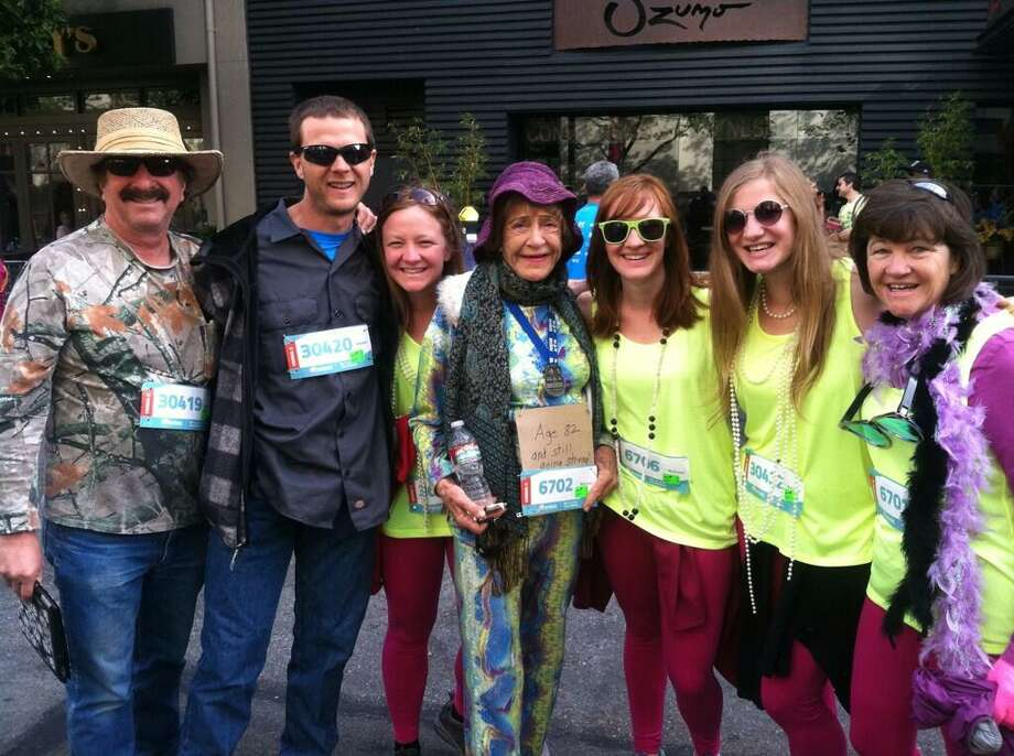Lee Cowden, 82, running the 2014 Bay to Breakers with her kids and grandkids! Photo: Evan Sernoffsky, The Chronicle