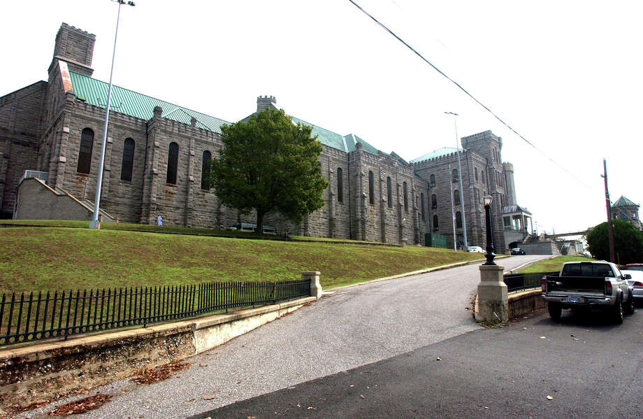 In this Sept. 10, 2007,file photo shows, the Kentucky State Penitentiary in Eddyville, Ky. One doctor has been fired and another is in the midst of being dismissed from penitentiary, after an inmate, James Kenneth Embry, went on a hunger strike and died Jan. 13, 2014. Photo: Daniel R. Patmore, AP  / AP2014