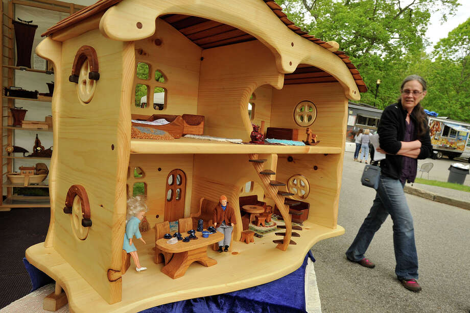 Scenes from the 29th annual Outdoor Crafts Festival at the Bruce Museum in Greenwich, Conn., on Sunday, May 18, 2014. Photo: Jason Rearick / Stamford Advocate