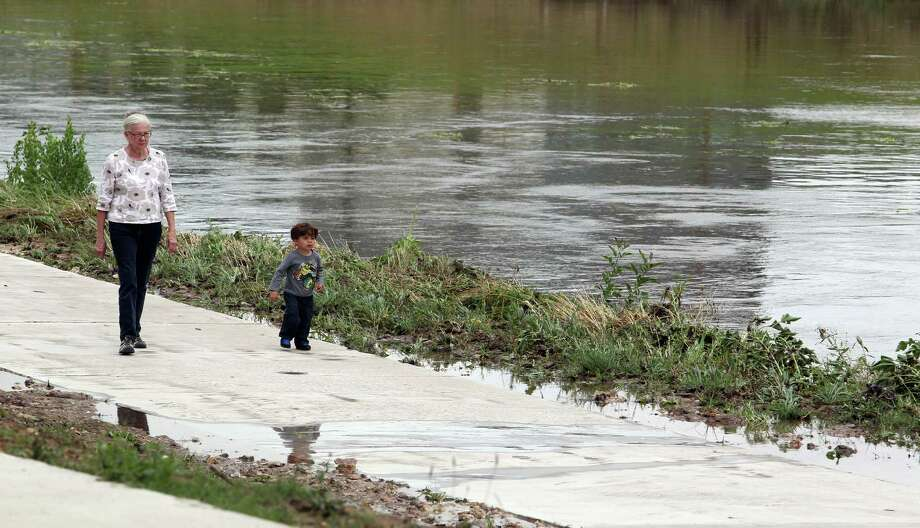 Sally Lehr and her grandson, 2 year-old Matteo Salazar, walk along Brays Bayou in the community of Idylwood in Houston's east end last Tuesday. Photo: Billy Smith II, Staff / © 2014 Houston Chronicle