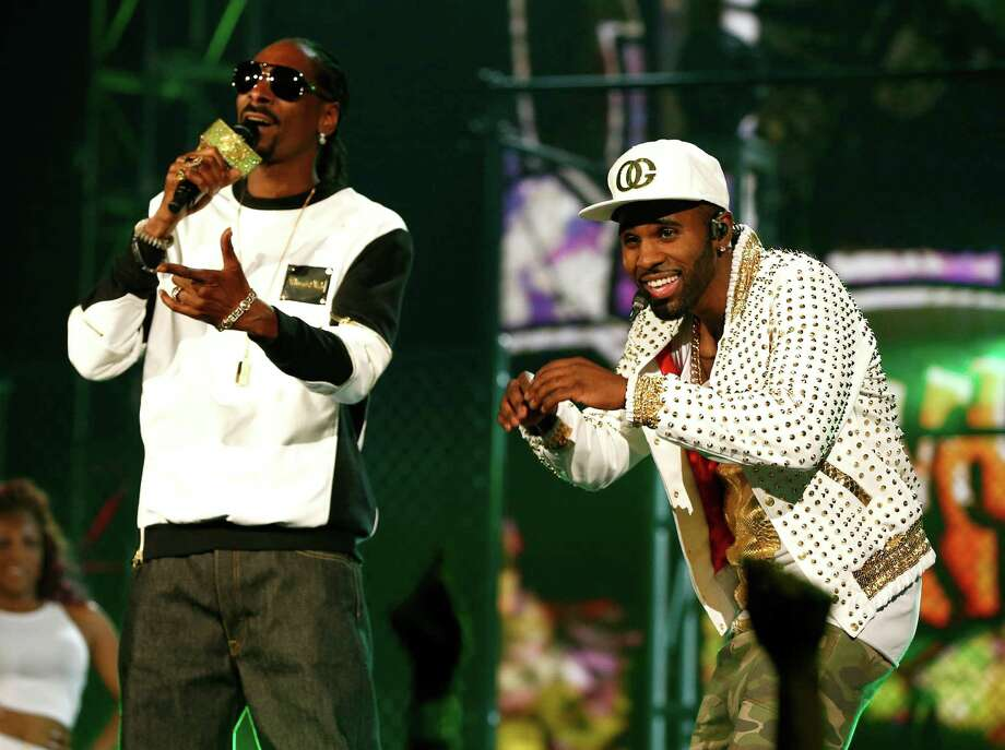 Recording artists Snoop Dogg (L) and Jason Derulo perform onstage during the 2014 Billboard Music Awards at the MGM Grand Garden Arena on May 18, 2014 in Las Vegas, Nevada. Photo: Christopher Polk/Billboard Awards 2014, Getty Images / 2014 Christopher Polk/Billboard Awards 2014