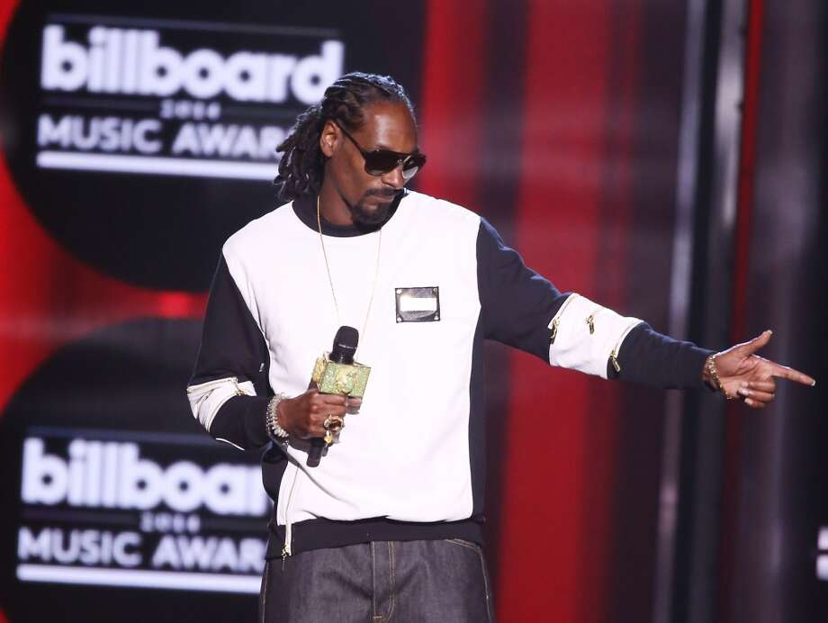 Snoop Dogg speaks onstage during the 2014 Billboard Music Awards held at MGM Grand Garden Arena on May 18, 2014 in Las Vegas, Nevada. Photo: Michael Tran, FilmMagic