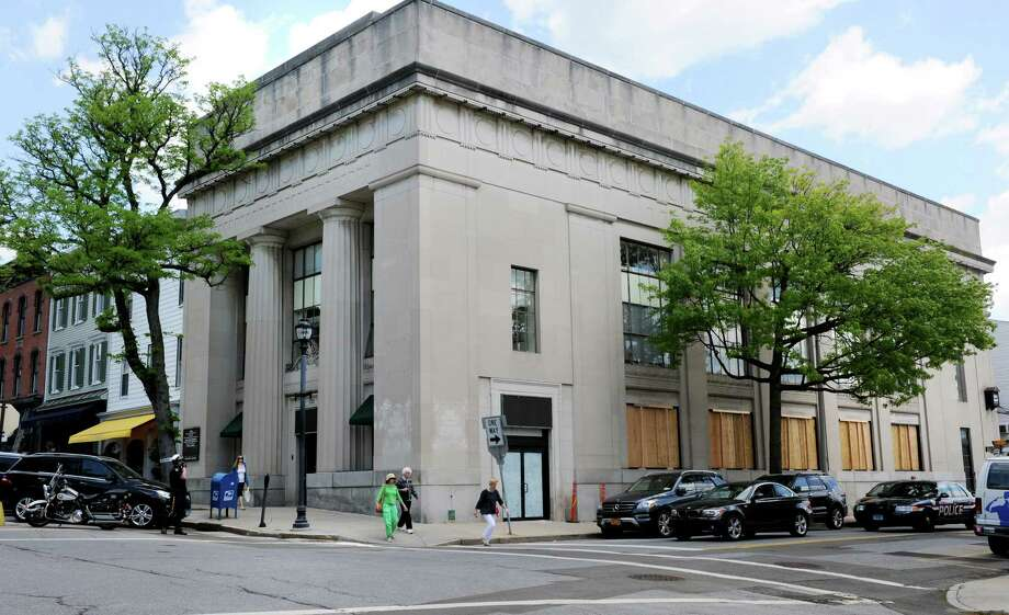 Former bank building at 125 Greenwich Ave in Greenwich, Conn. on Monday May 19, 2014. Photo: Dru Nadler / Stamford Advocate Freelance