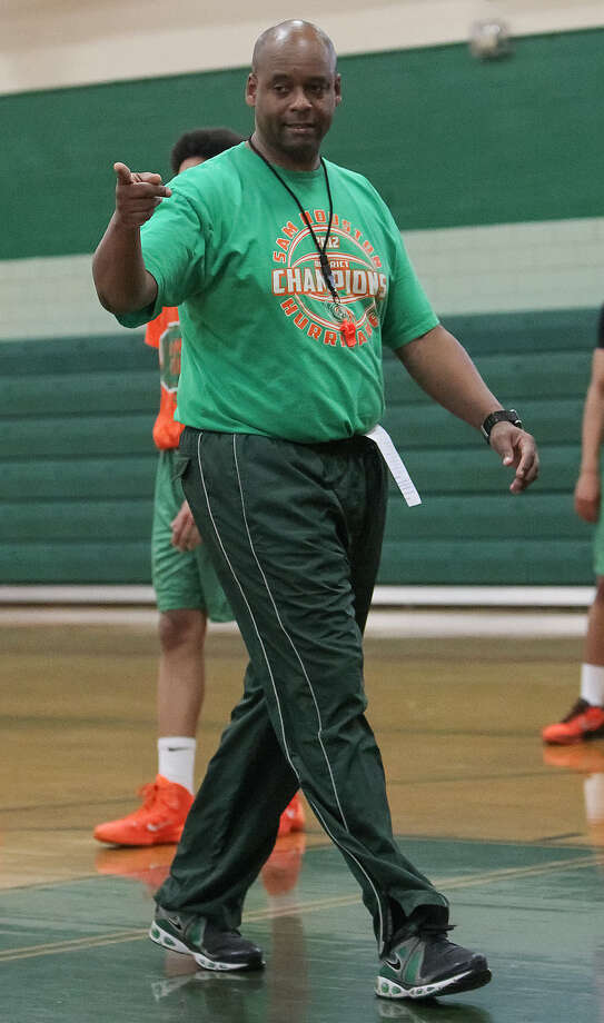 Sam Houston coach Ike Thornton works with the Hurricanes during a practice session March 4 at the school. Photo: Marvin Pfeiffer / Southside Reporter / Express-News 2014