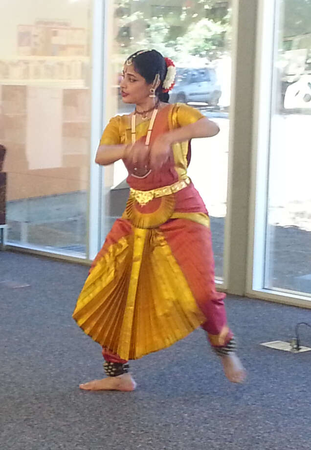 Shanti Vutukuro of the Kaveri Natya Yoga Group dances at the Guerra Branch Library as part of SAPL's celebration of Asian and Pacific American Heritage Month in May. Photo: Jeremy Gerlach / Southside Reporter