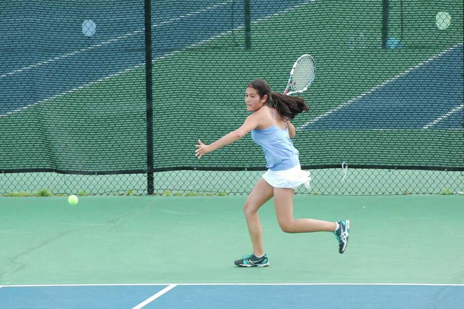 Mia Dursht, Darien's No. 2 singles player, returns a shot towards Fairfield Ludlowe's Cami Adajian on Monday, May 19. Photo: Dave Crandall / Darien News freelance