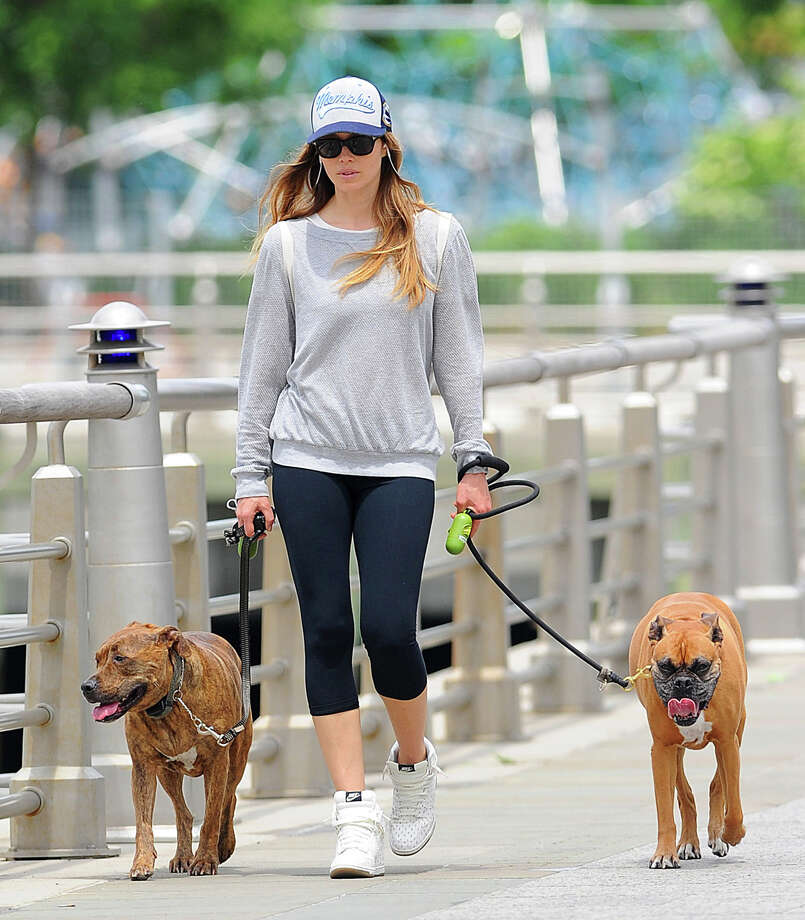 Actress Jessica Biel as seen walking her dogs on May 23, 2013 in New York City. Photo: NCP/Star Max, Getty Images / 2013 Star Max