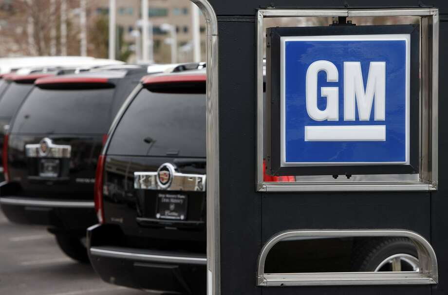 ** FILE ** In this  Sunday, Dec. 7, 2008 file photo, a GM sign sits in front of a long line of unsold 2009 Escalades at a Cadillac dealership in the southeast Denver suburb of Lone Tree, Colo.  General Motors said Tuesday, Feb. 10, 2009 it's cutting 10,000 salaried jobs, blaming the need to restructure the company amid the continued drop in new vehicle sales. (AP Photo/David Zalubowski) Photo: David Zalubowski, AP