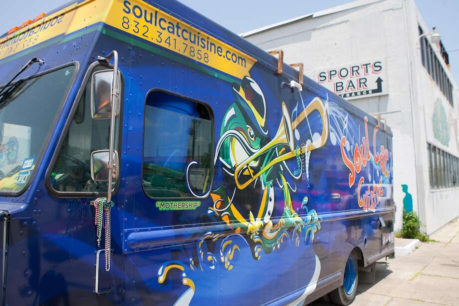Houston Food Truck Park draws vendors such as Soul Cat Cuisine. Photo: R. Clayton McKee, Freelance / © R. Clayton McKee
