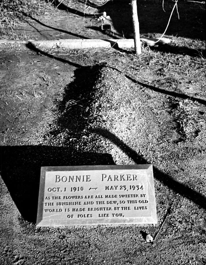 The tombstone of Bonnie Parker. Photo: Carl Mydans, Getty Images / Time Life Pictures