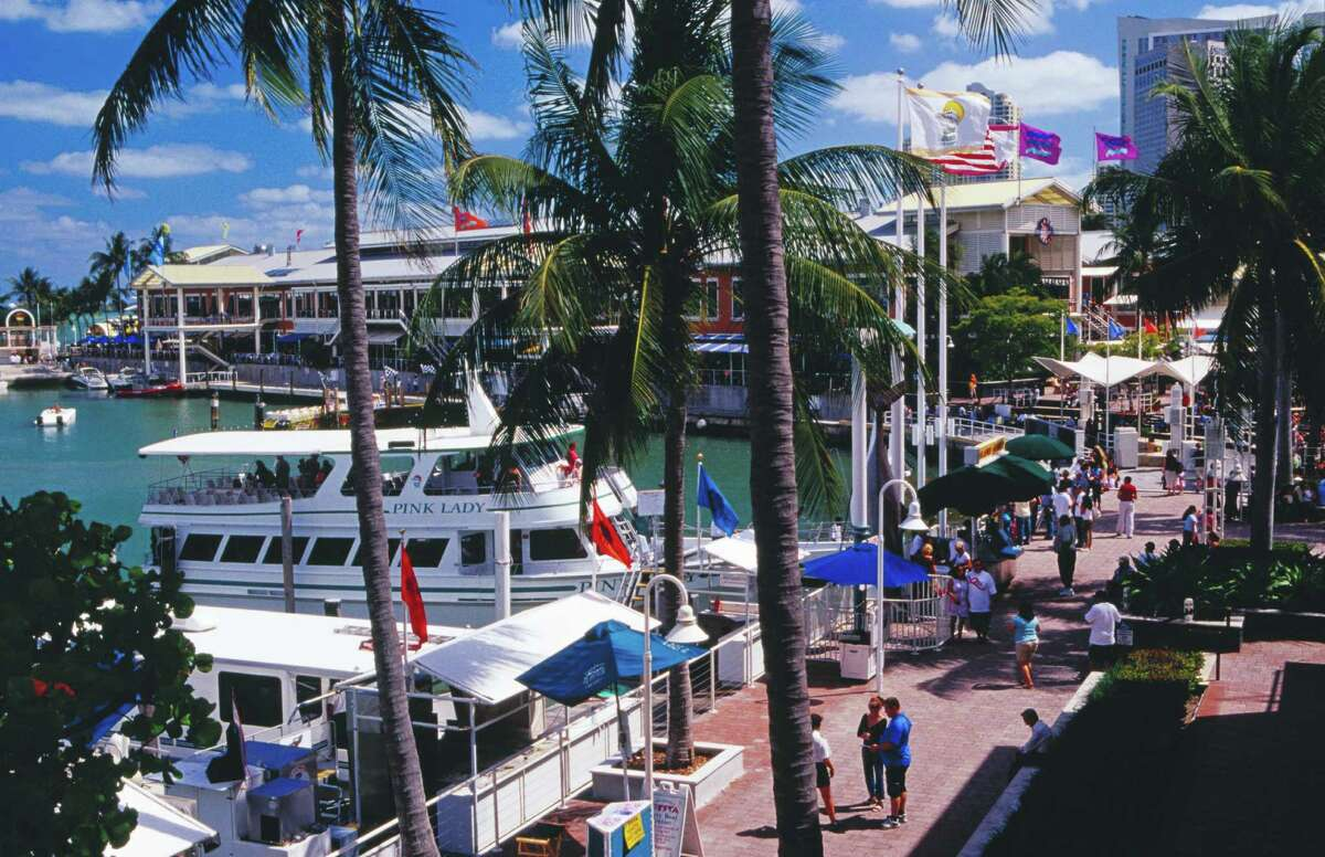 7. Miami Miami has a higher rental vacancy rate at 10.3 percent, but it's slightly easier to find a moving company and laundromat there, with 0.06 of each per 1,000 people. Out of Florida's population, 2.8 percent moved in last year.