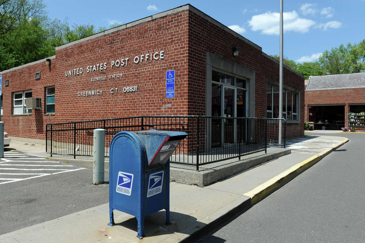 POST OFFICES The U.S. Postal Service is closed Monday. Mail will not be delivered. UPS will remain open. FedEx will be operational, with some modified service to FedEx Express and FedEx SmartPost.